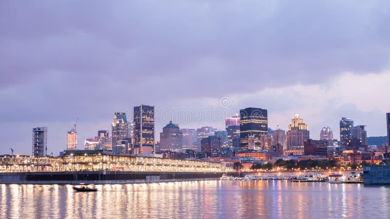 Opinião da cidade da noite do porto velho de Montreal, Montreal, Quebeque, Canadá fotos de stock royalty free