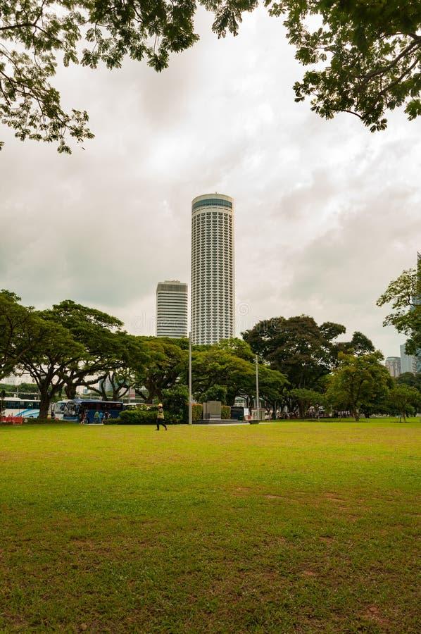 Opinião da construção da cidade da rifa do parque da esplanada imagem de stock royalty free