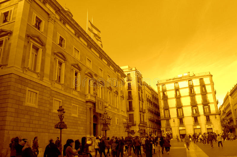 Opinião da construção e do quadrado do governo de Catalonia fotos de stock royalty free
