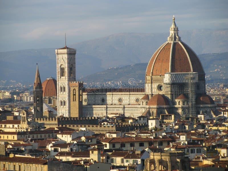 Opinião da distância do domo em Florença foto de stock