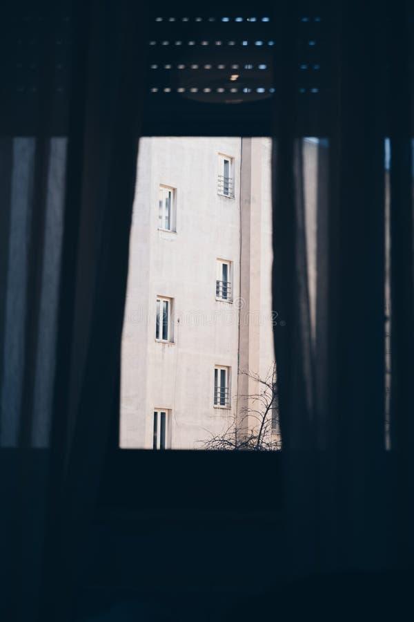 Opini?o da fachada da sala interior - conceito da depress?o da solid?o da fobia imagem de stock
