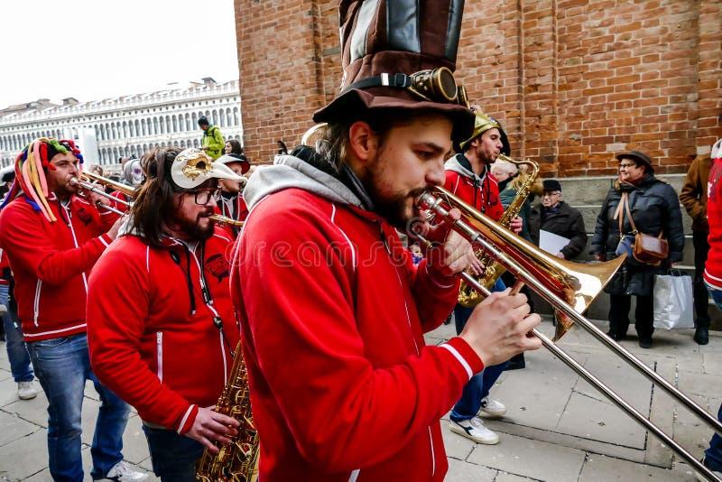 Opinião da foto na cidade de Veneza durante o feriado do carnaval imagem de stock royalty free