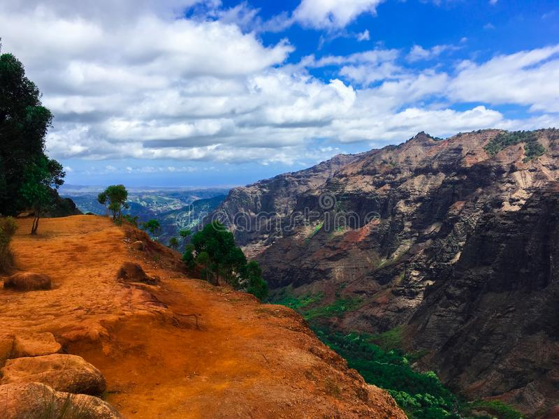 Opinião da garganta de Waimea na ilha de Kauai, Havaí fotos de stock