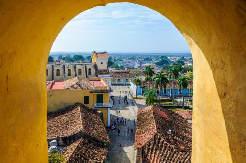 Opinião da janela de San Francesco Convent em Trinidad, Cuba imagens de stock