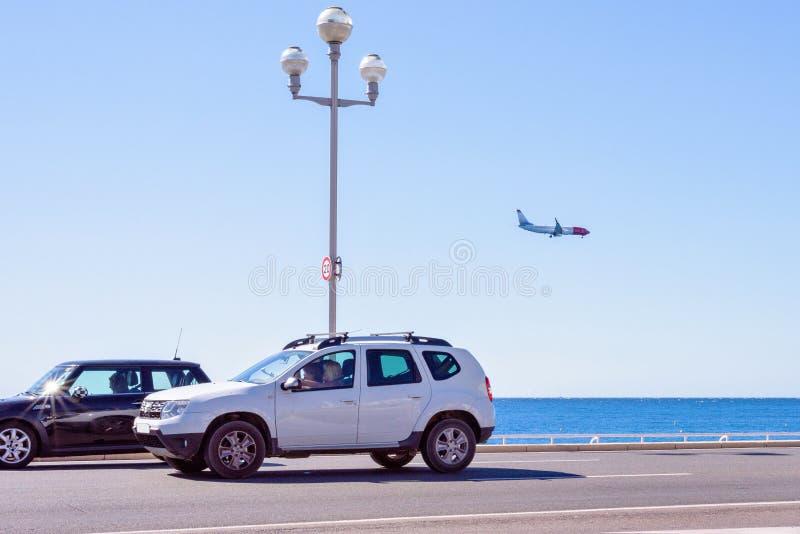 Opinião da luz do dia das ruas da cidade ao aer norueguês das linhas aéreas fotos de stock royalty free