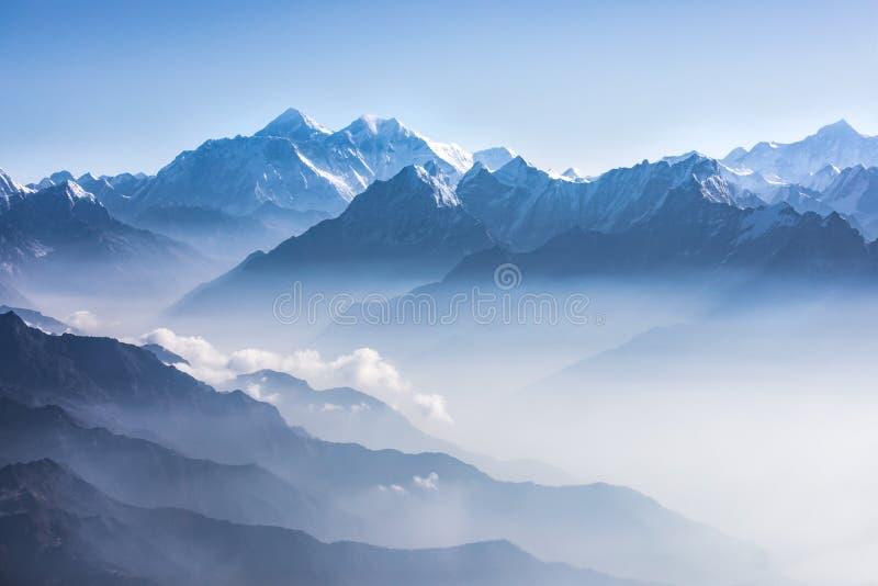 Opinião da luz do dia de Monte Everest fotos de stock