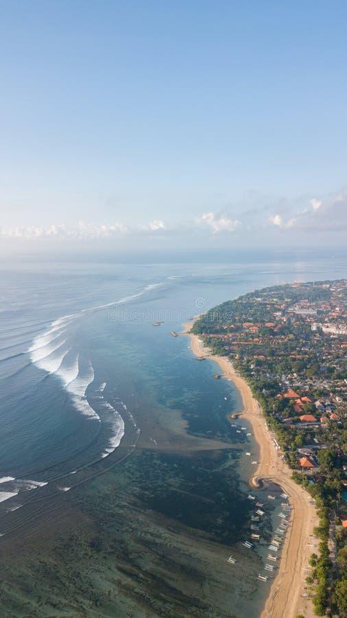 Opinião da manhã acima da praia de Sanur imagem de stock royalty free
