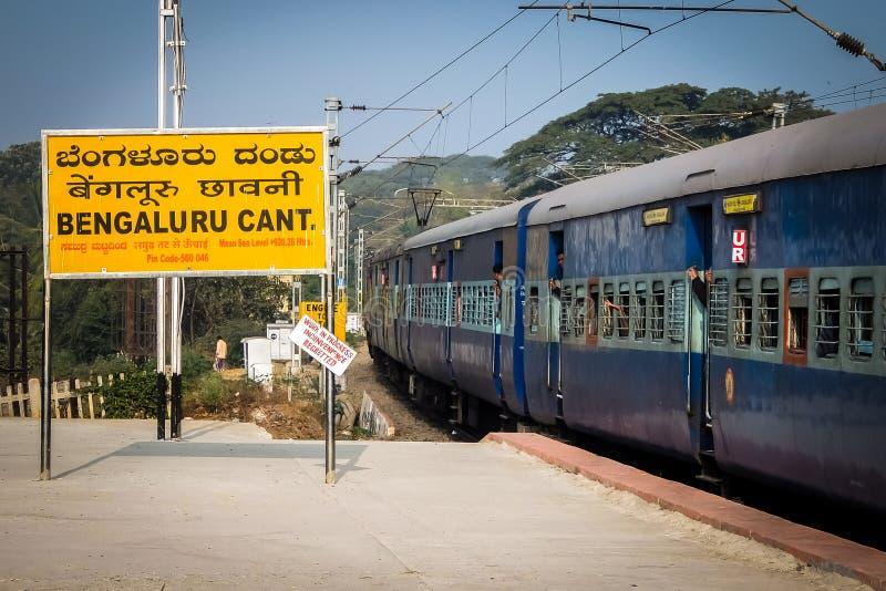 A opinião da manhã de Bangalore chanfra estação de trem, Bangalore, Karnataka, Índia fotos de stock royalty free