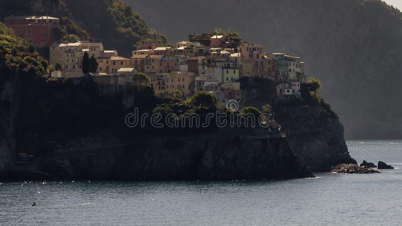 Opinião da manhã de Manarola a Dinamarca Corniglia, Cinque Terre, Liguria, Itália fotografia de stock royalty free