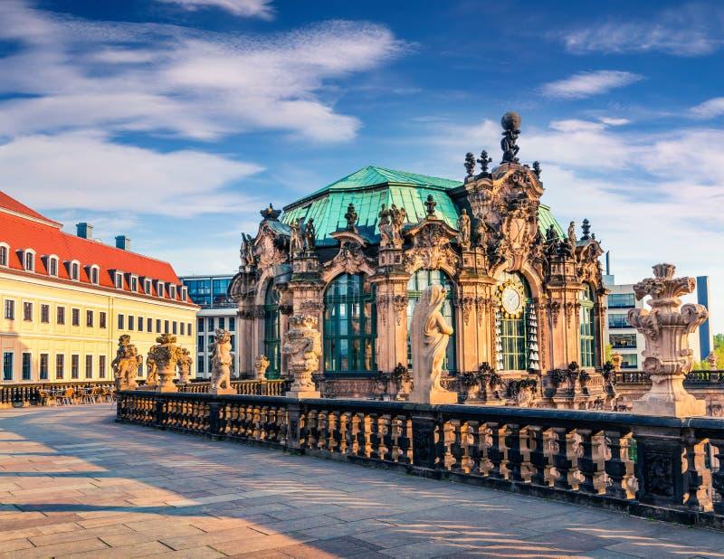 Opinião da manhã do palácio famoso de Zwinger & do x28; Der Dresdner Zwinger & x29; Arte fotos de stock royalty free
