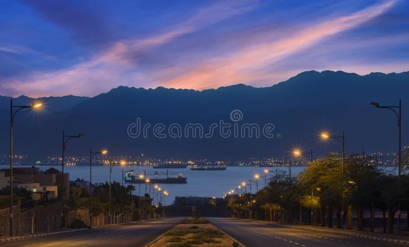 Opinião da manhã em Eilat e no Mar Vermelho imagens de stock