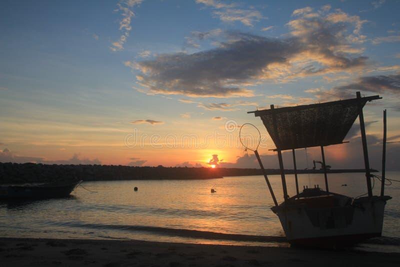 Opinião da manhã em Pantai Tok Jembal foto de stock