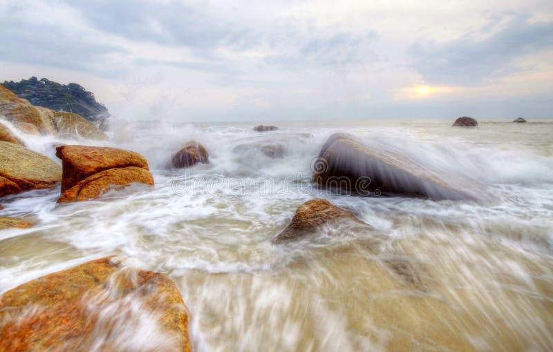 Opinião da manhã na praia na fotografia lenta do obturador imagens de stock