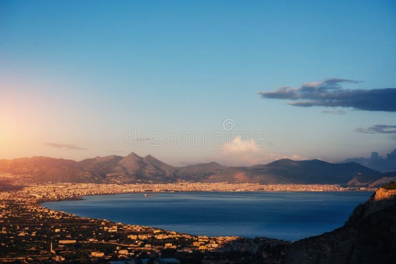 Opinião da mola a cidade de uma altura de Trapani sicília fotos de stock royalty free