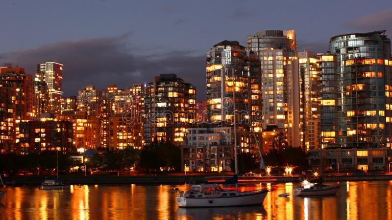 Opinião da noite baixa de Vancôver, Canadá imagens de stock