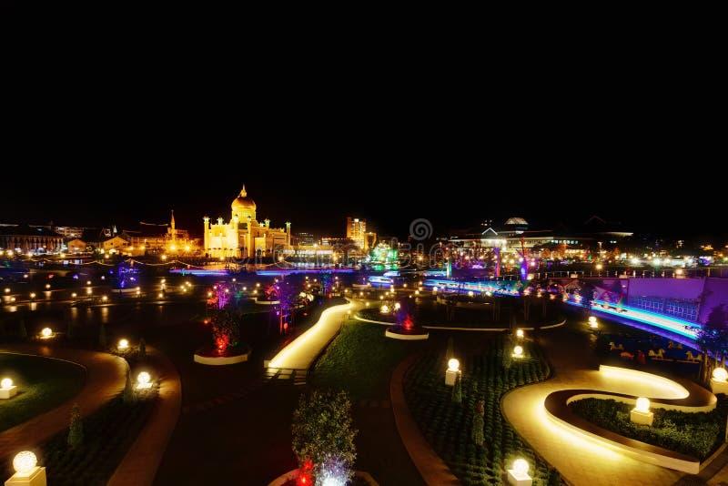 Opinião da noite Bandar Seri Begawan, Brunei Darussalam, Ásia fotos de stock