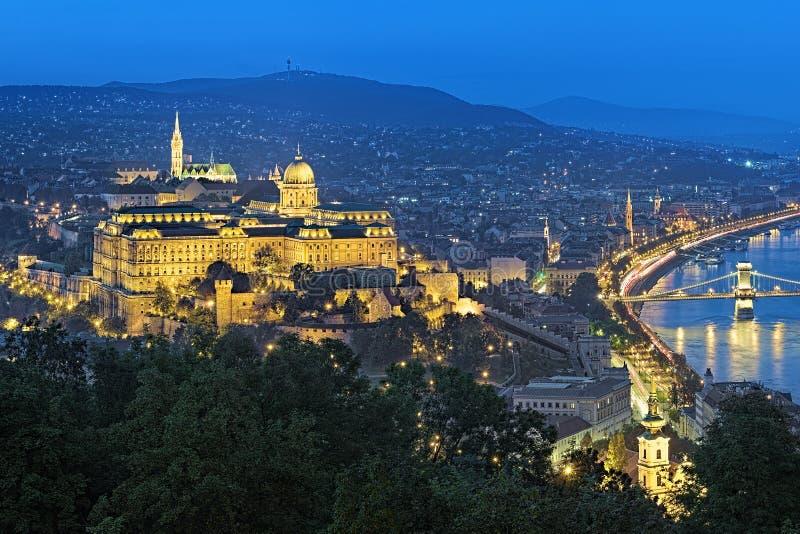 Opinião da noite Buda Castle em Budapest, Hungria fotografia de stock royalty free
