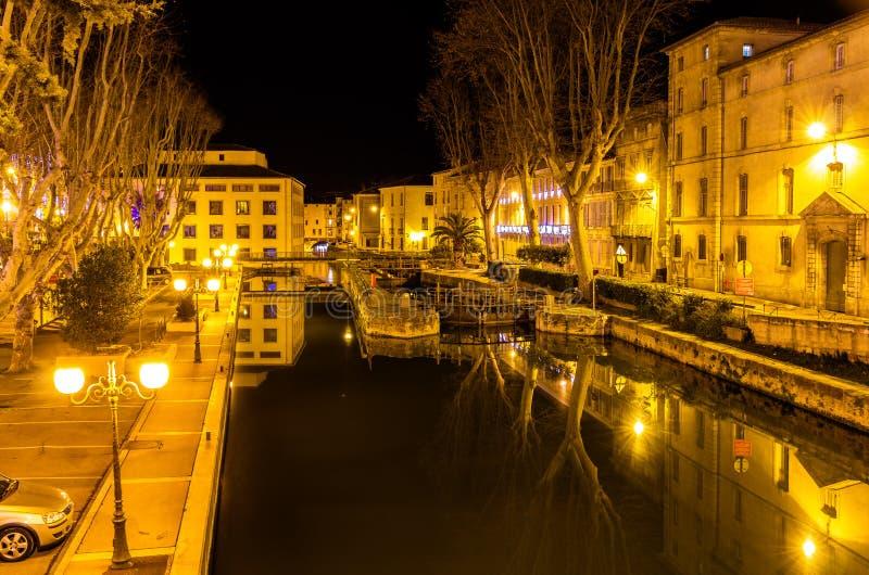 Opinião da noite Canal de la Robine em Narbonne fotos de stock