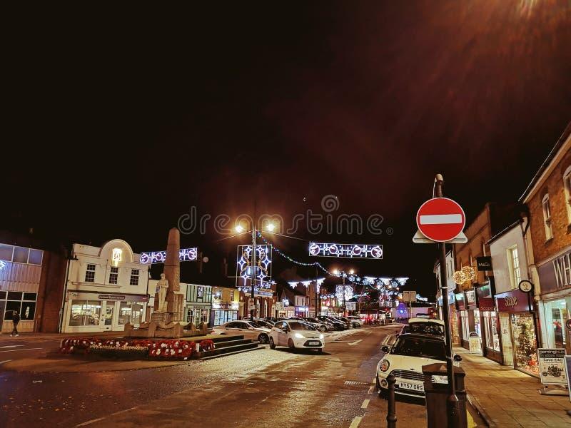 Opinião da noite da cidade do Natal fotos de stock royalty free