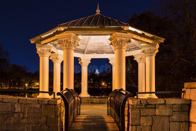 Opinião da noite Clara Meer Gazebo, Atlanta, EUA foto de stock