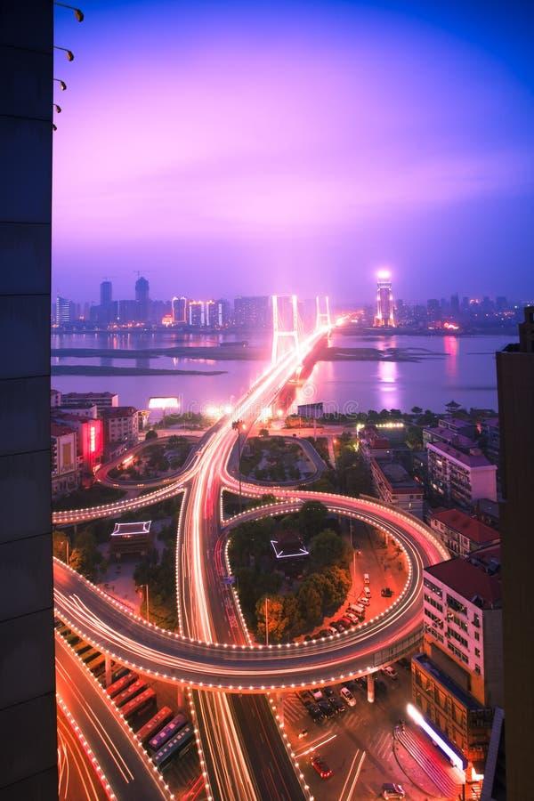Opinião da noite da cidade fotografia de stock royalty free