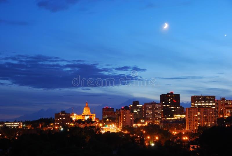 Opinião da noite da cidade foto de stock royalty free