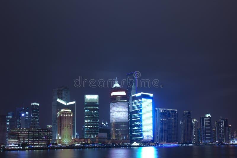 Opinião da noite da cidade fotos de stock royalty free