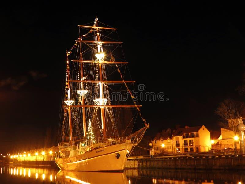 Opinião da noite da cidade de Klaipeda, Lituânia fotografia de stock royalty free