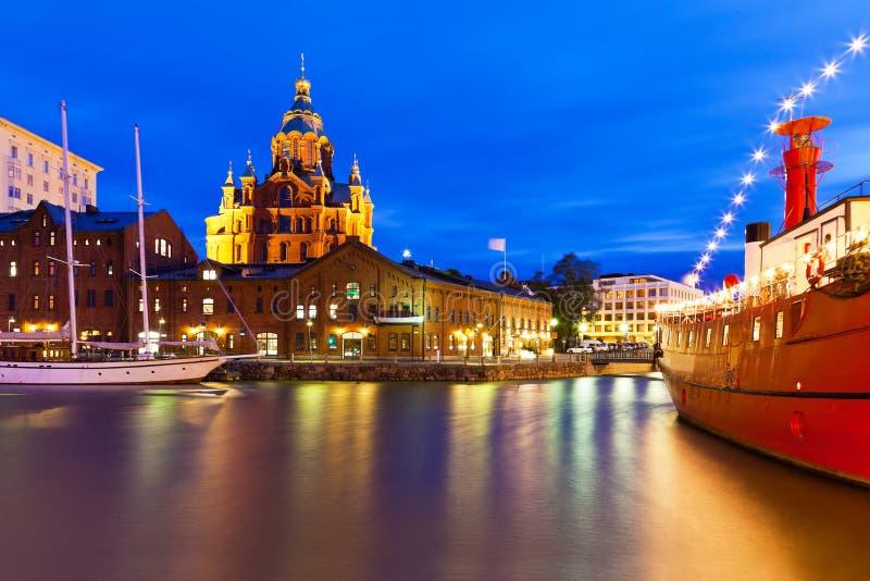 Opinião da noite da cidade velha em Helsínquia, Finlandia foto de stock