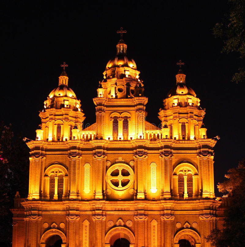 Opinião da noite da igreja do ` s de St Joseph, Pequim, China imagens de stock royalty free