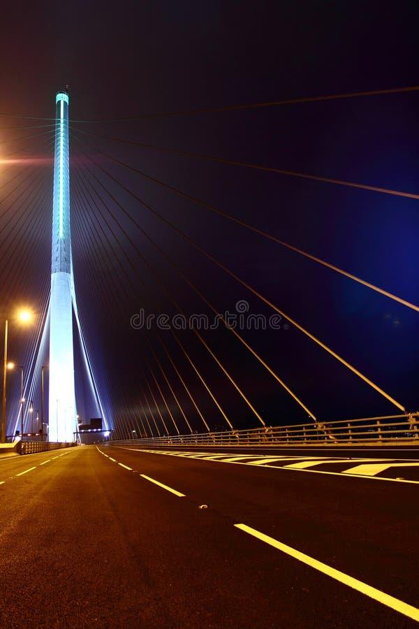 Opinião da noite da ponte dos Stonecutters imagens de stock