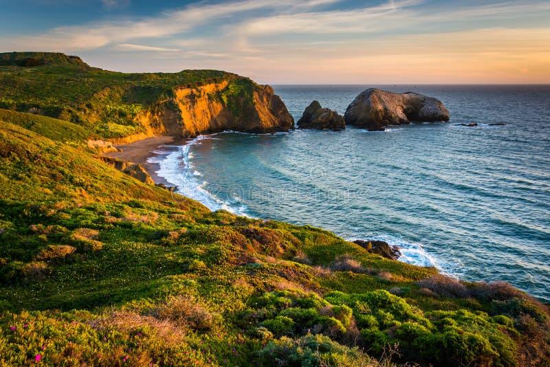 Opinião da noite da praia do rodeio, na recreação do nacional do Golden Gate foto de stock royalty free