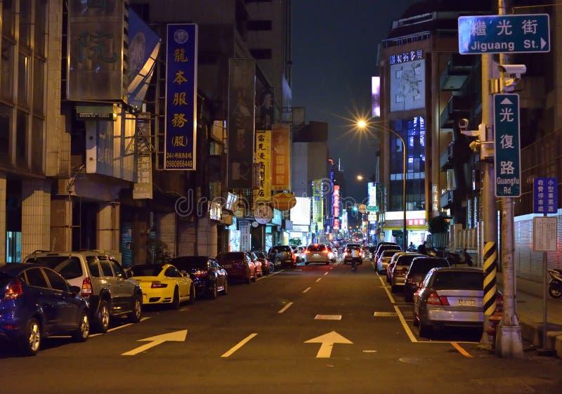 Opinião da noite da rua de Taichung imagens de stock