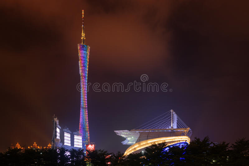 Opinião da noite da torre do cantão Guangzhou, China imagem de stock royalty free