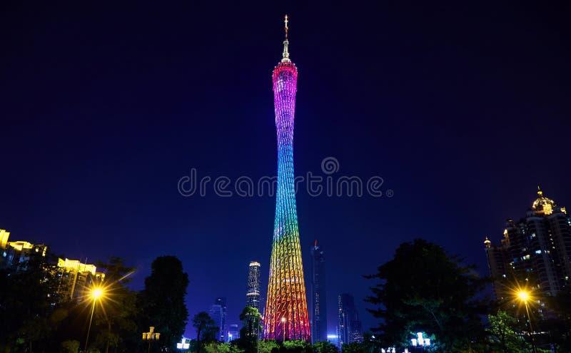 Opinião da noite da torre do cantão na cidade China de Guangzhou fotografia de stock