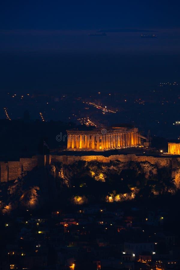 Opinião da noite de Atenas com templo do Partenon, Grécia imagens de stock royalty free