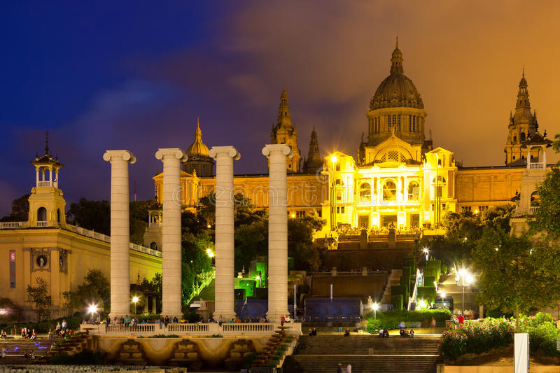 Opinião da noite de Barcelona fotografia de stock