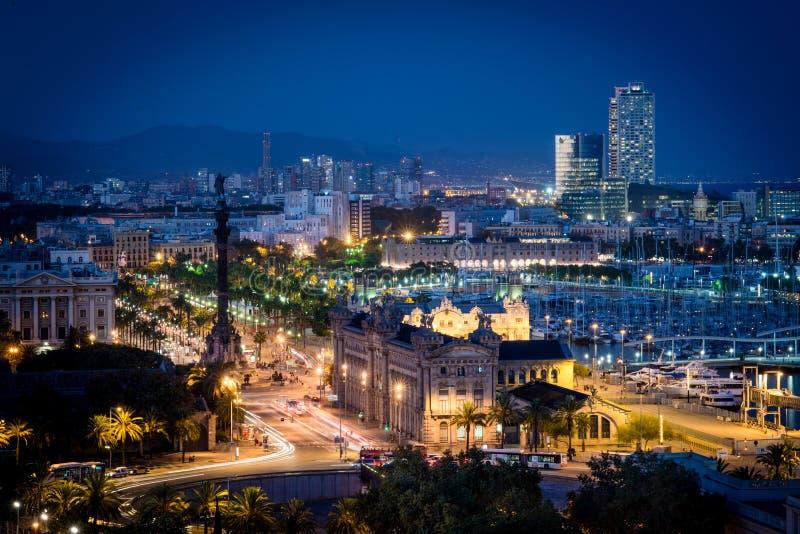 Opinião da noite de Barcelona imagens de stock