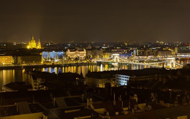 Opinião da noite de Budapest do bastião do pescador imagens de stock