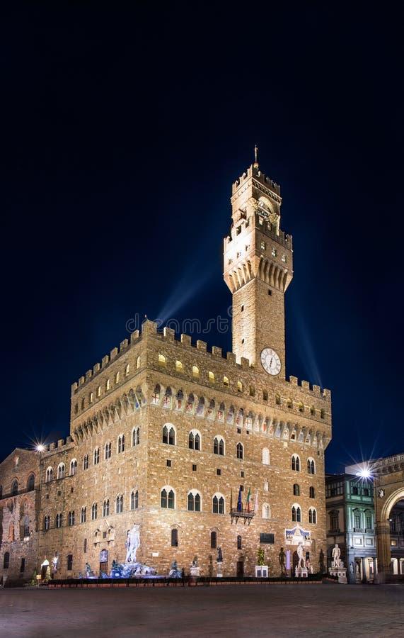 Opinião da noite de Florença de Palazzo Vecchio no della Signoria da praça fotografia de stock royalty free
