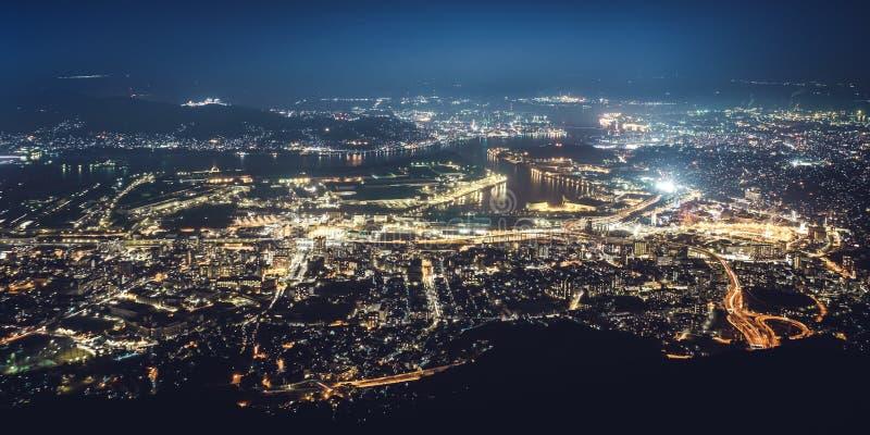 Opinião da noite de Kitakyushu do Mt Sarakura Sarakurayama em Kitakyushu, Fukuoka, Japão foto de stock royalty free