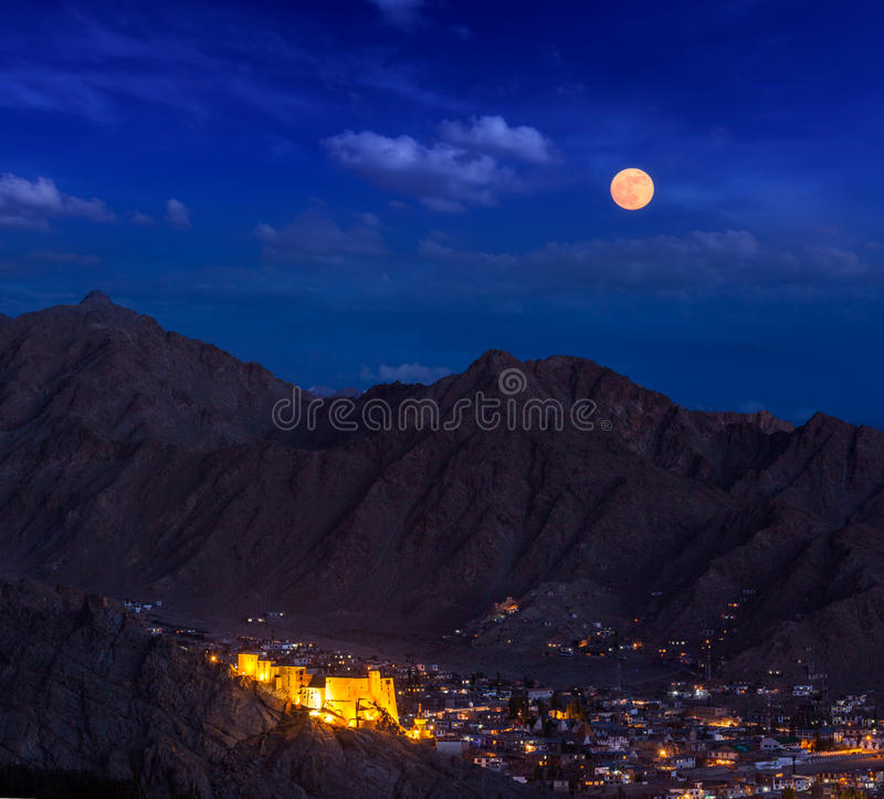 Opinião da noite de Leh, Ladakh, Índia foto de stock