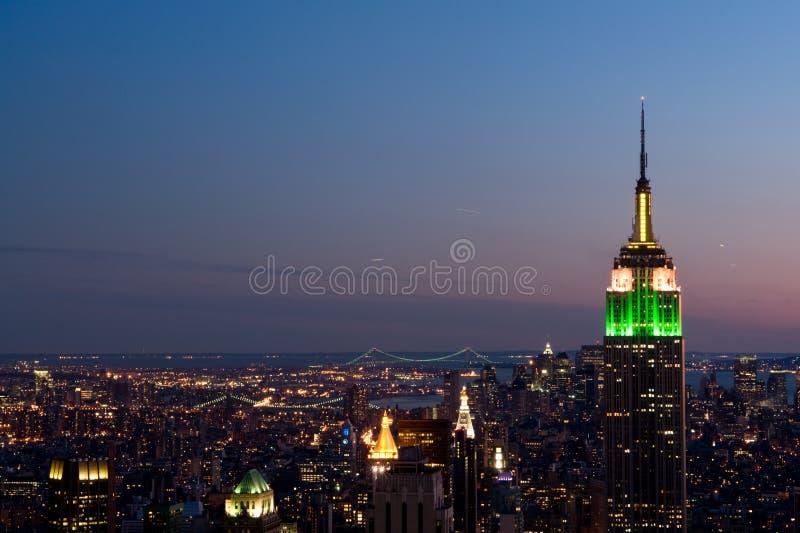 Opinião da noite de Manhattan imagem de stock royalty free