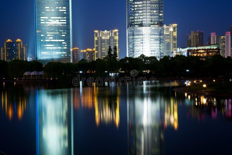 Opinião da noite de shanghai fotografia de stock royalty free
