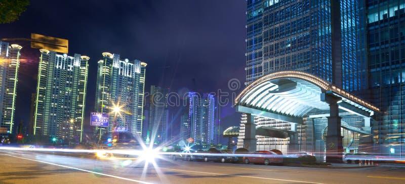 Opinião da noite de shanghai foto de stock