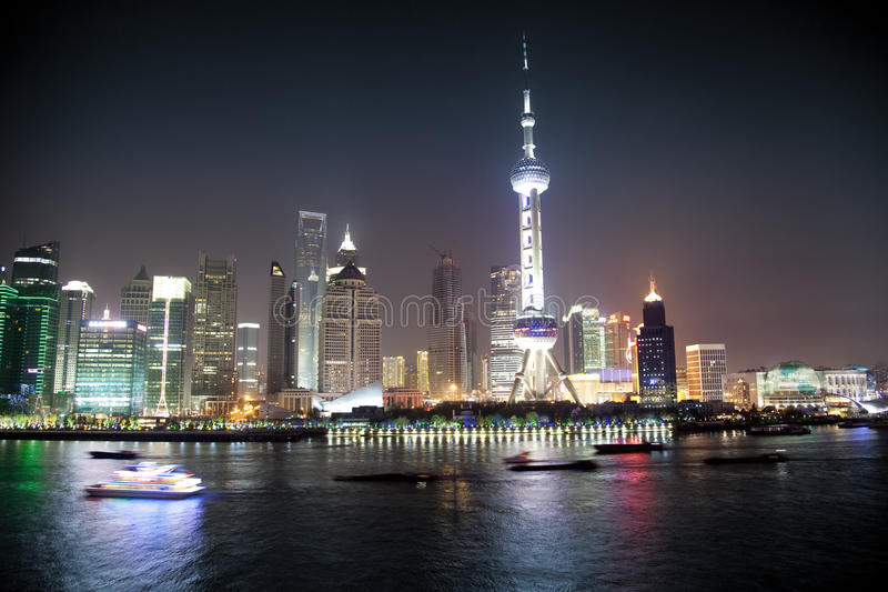 Opinião da noite de Shanghai, China foto de stock royalty free