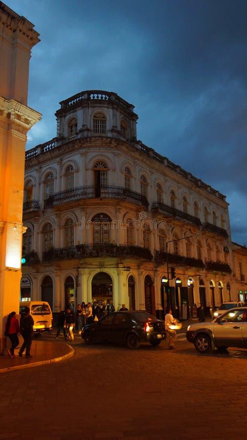 Opinião da noite de uma construção velha na rua de Benigno Malo imagens de stock royalty free