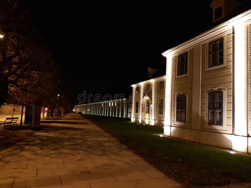 Opinião da noite de Viena Mozart Hall foto de stock