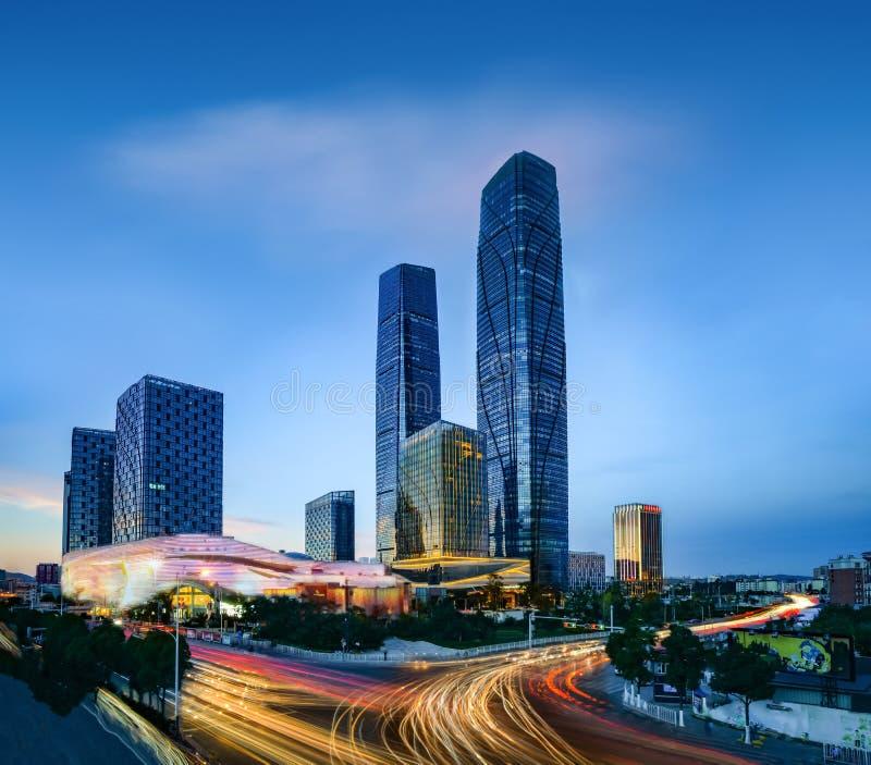 Opinião da noite de Wanda Plaza CBD do distrito de Kunming Xishan fotografia de stock royalty free