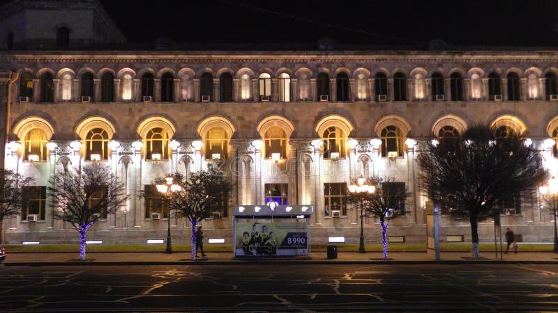Opinião da noite de Yerevan arménia Quadrado da república fotografia de stock